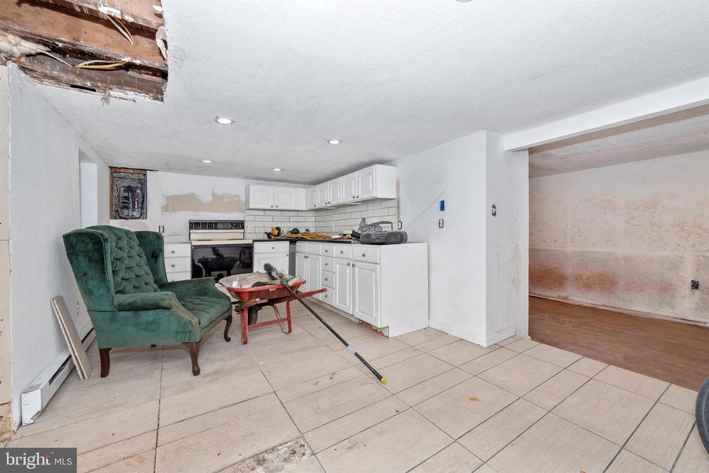 inside of cottage - 15009 SABILLASVILLE RD, THURMONT