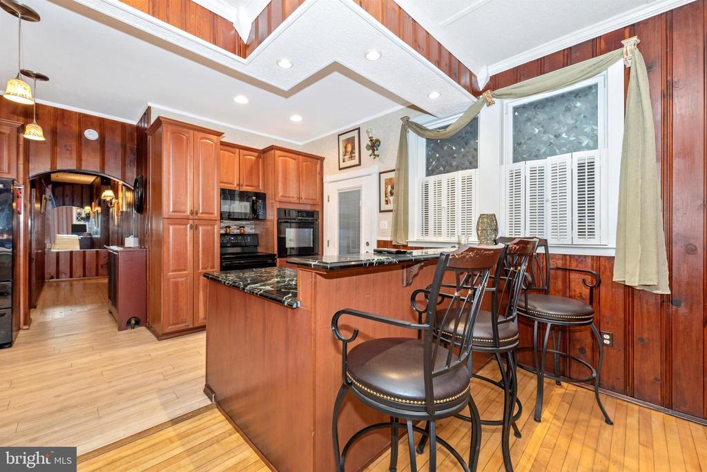 kitchen, breakfast bar - 15009 SABILLASVILLE RD, THURMONT