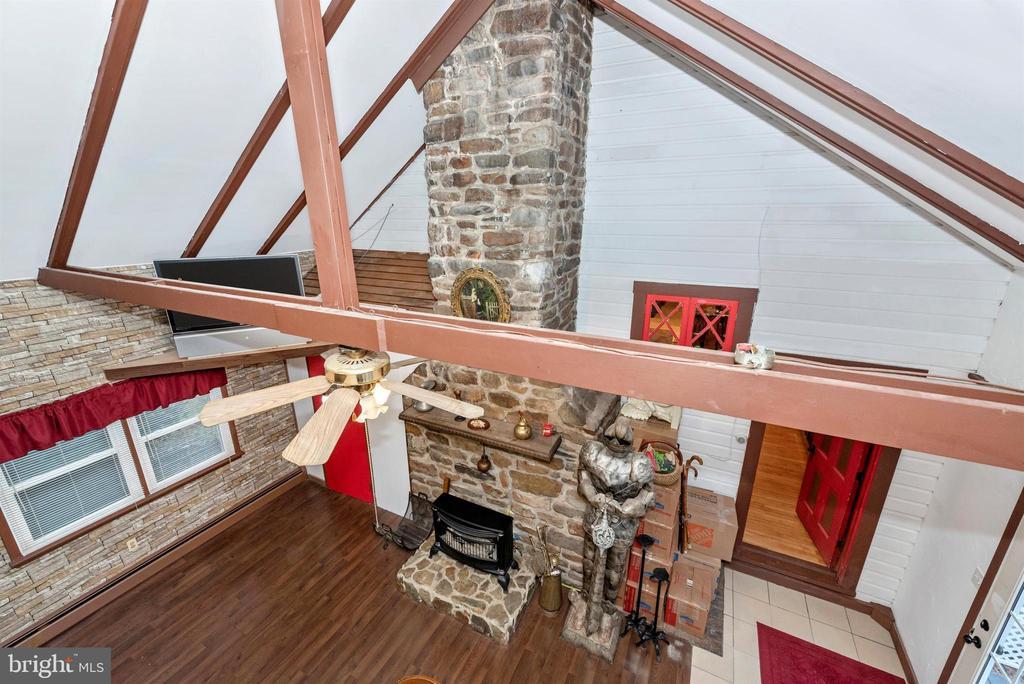 in loft - 15009 SABILLASVILLE RD, THURMONT
