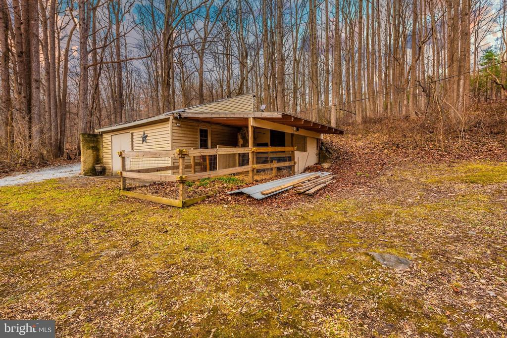 small shed for small animals, goats, chickens,etc - 15009 SABILLASVILLE RD, THURMONT