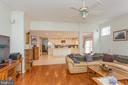 Gourmet kitchen opens to family room - 20687 BROADWATER CT, STERLING