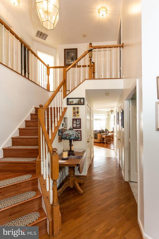 Two story foyer - 20687 BROADWATER CT, STERLING