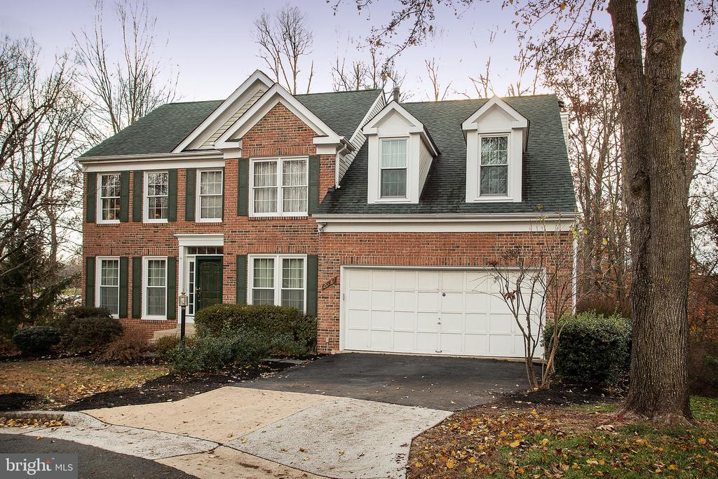 Beautiful brick front colonial on cul de sac - 20687 BROADWATER CT, STERLING