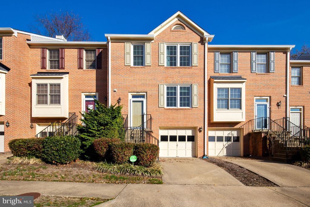 Welcome Home to 395 S. Pickett St ! - 395 S PICKETT ST, ALEXANDRIA