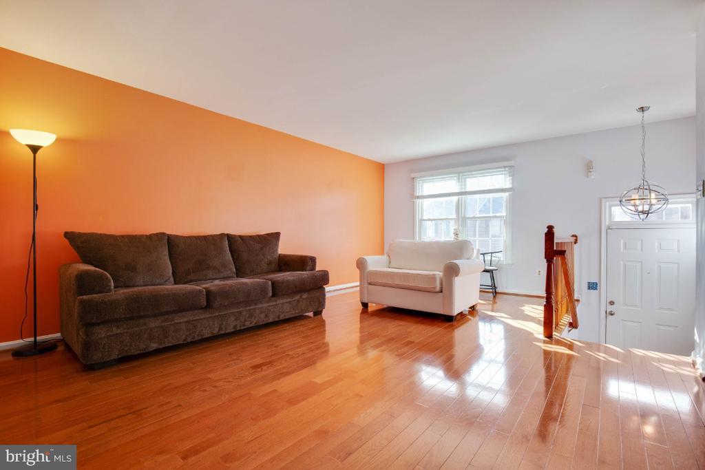 Hardwood floors in lviing room - 395 S PICKETT ST, ALEXANDRIA