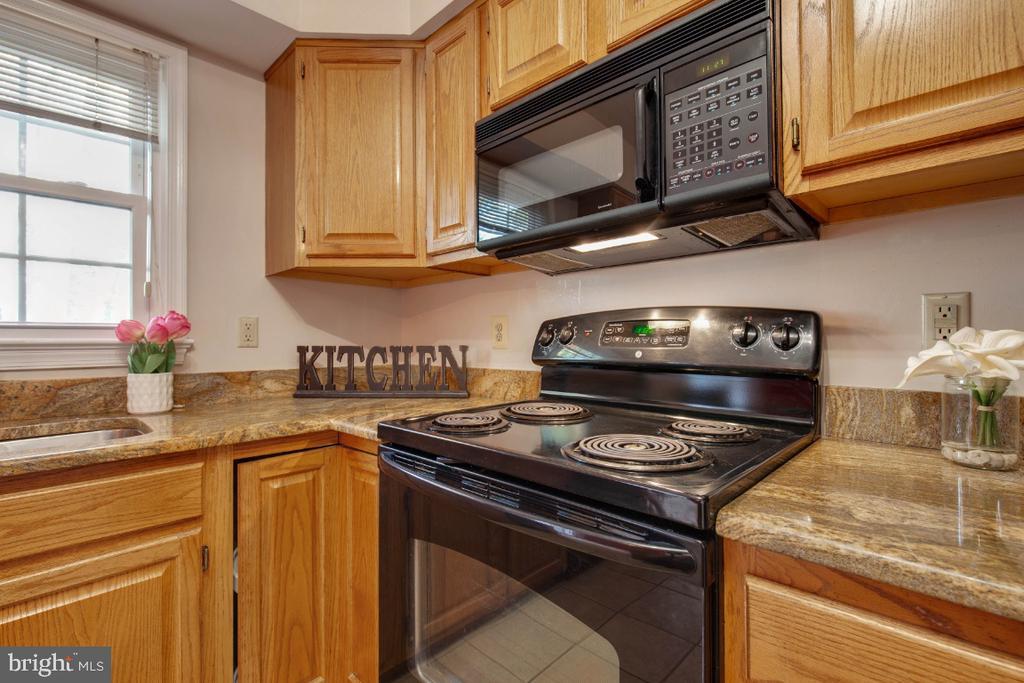Kitchen - 395 S PICKETT ST, ALEXANDRIA