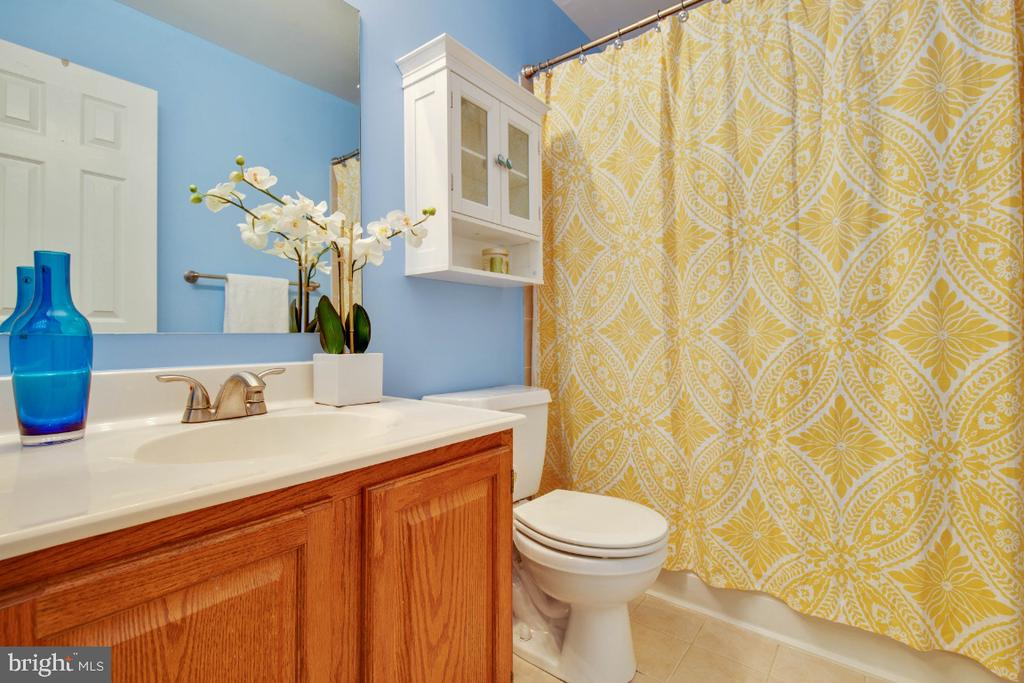 Second full bathroom upstairs ! - 395 S PICKETT ST, ALEXANDRIA