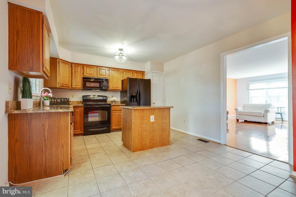 Open kitchen layout - 395 S PICKETT ST, ALEXANDRIA