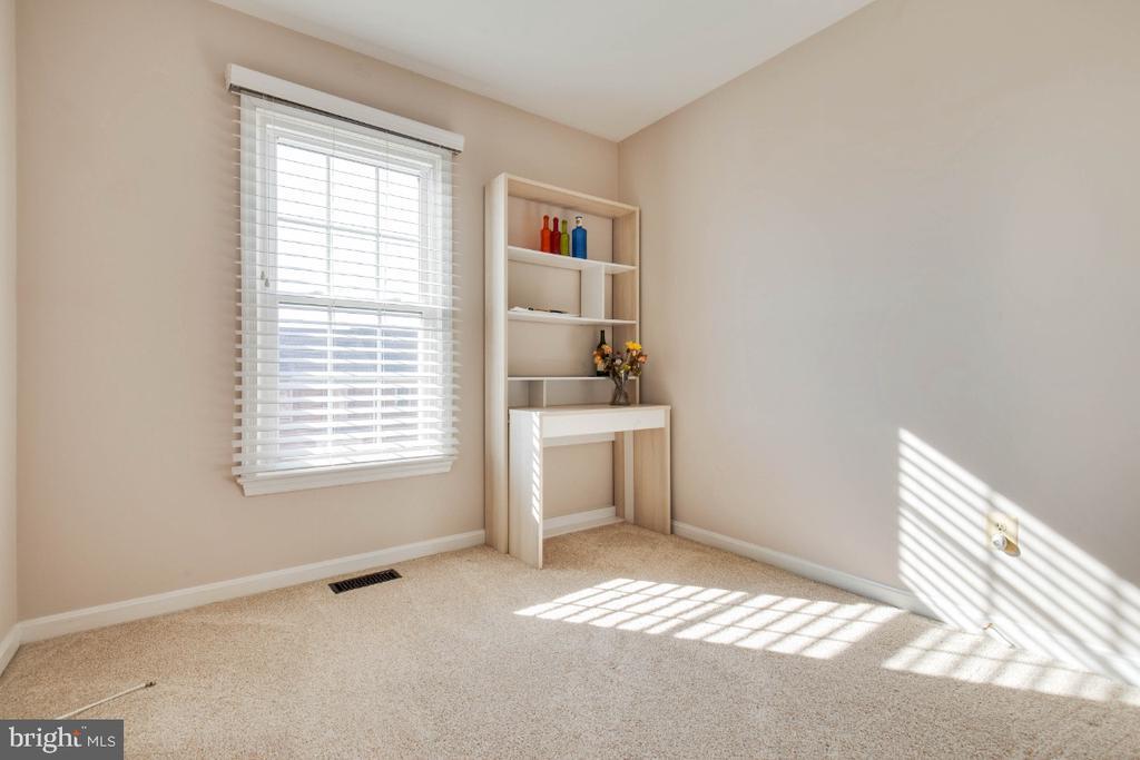 Third bedroom upstairs - Office ? Study ? - 395 S PICKETT ST, ALEXANDRIA