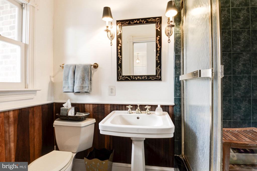 First Floor full bath - 20252 UNISON RD, ROUND HILL