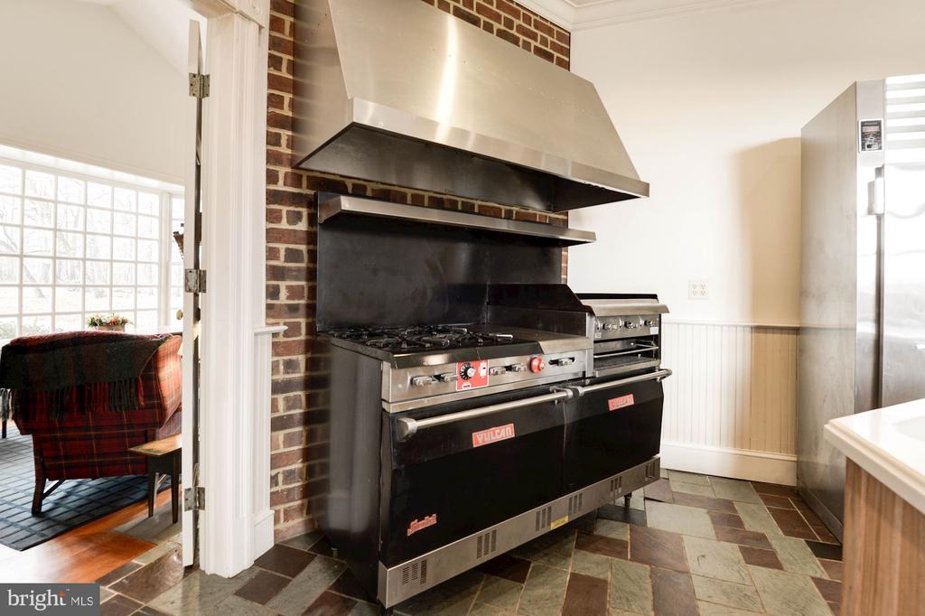 Commercial grade stove/oven and hood - 20252 UNISON RD, ROUND HILL