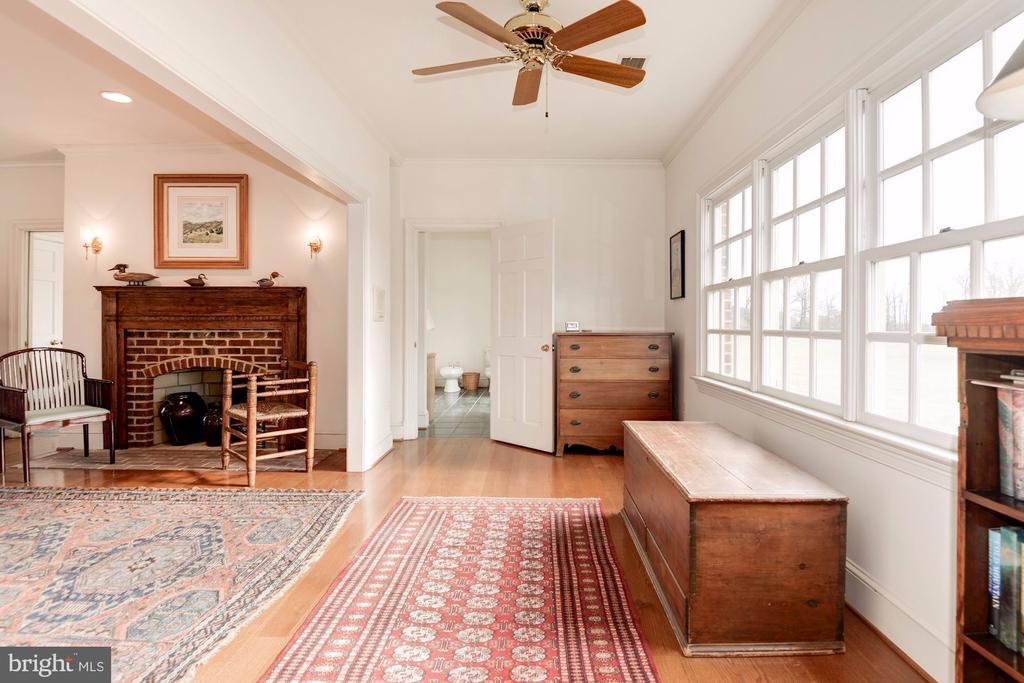 Light filled Master Bedroom - 20252 UNISON RD, ROUND HILL