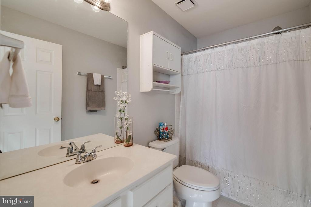 Master full bath - 3842 CLORE PL, WOODBRIDGE