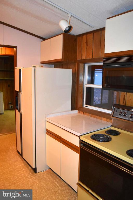 Kitchen - 208 MUSKET LN, LOCUST GROVE