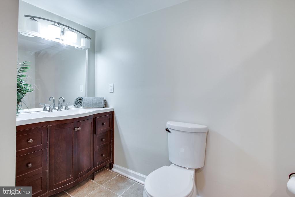 Full Bathroom - 11788 ROWE RD, MONROVIA