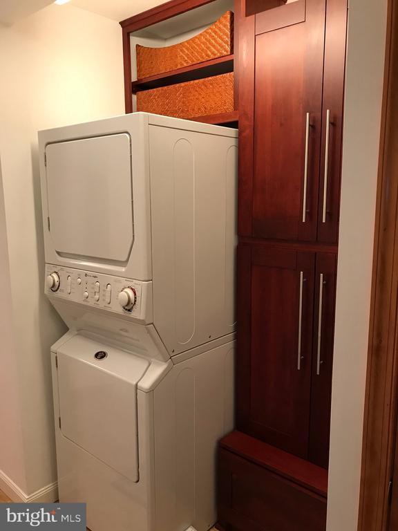 Washer & dryer * - 1600 N OAK ST #1510, ARLINGTON