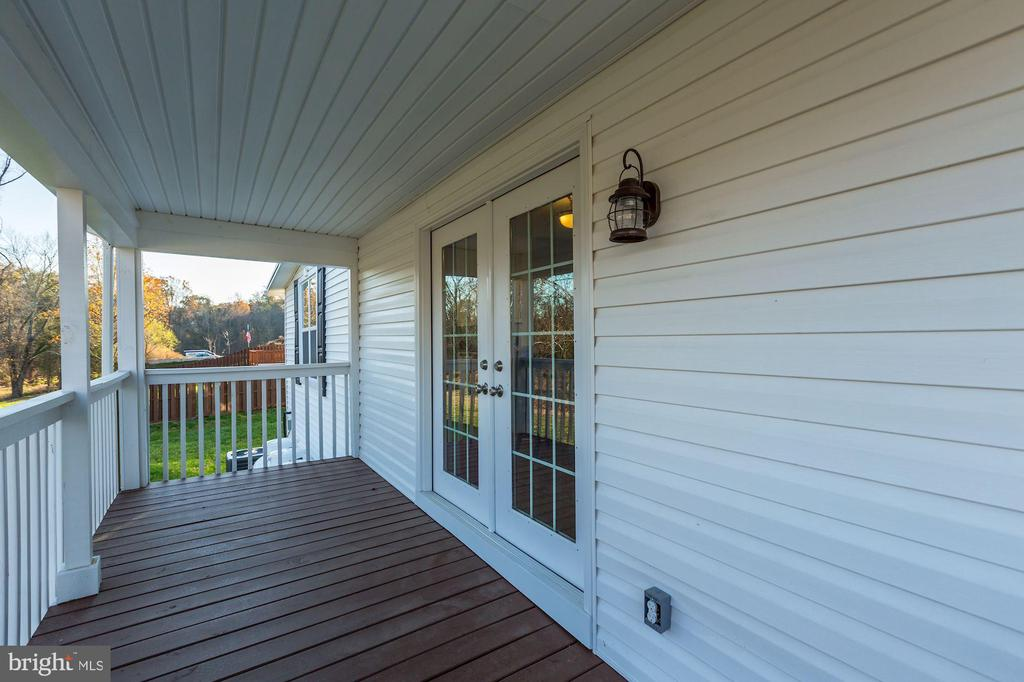 Trex decking for the side porch - 41217 & 41223 JOHN MOSBY HWY, ALDIE