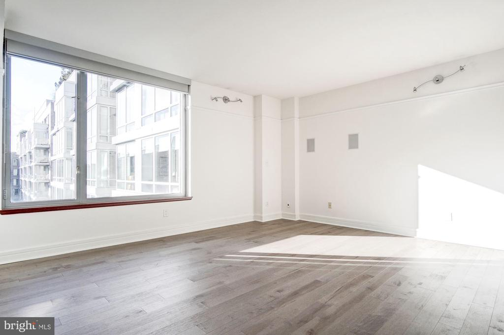 Light-filled Living Room overlooking courtyard - 1155 23RD ST NW #8J, WASHINGTON