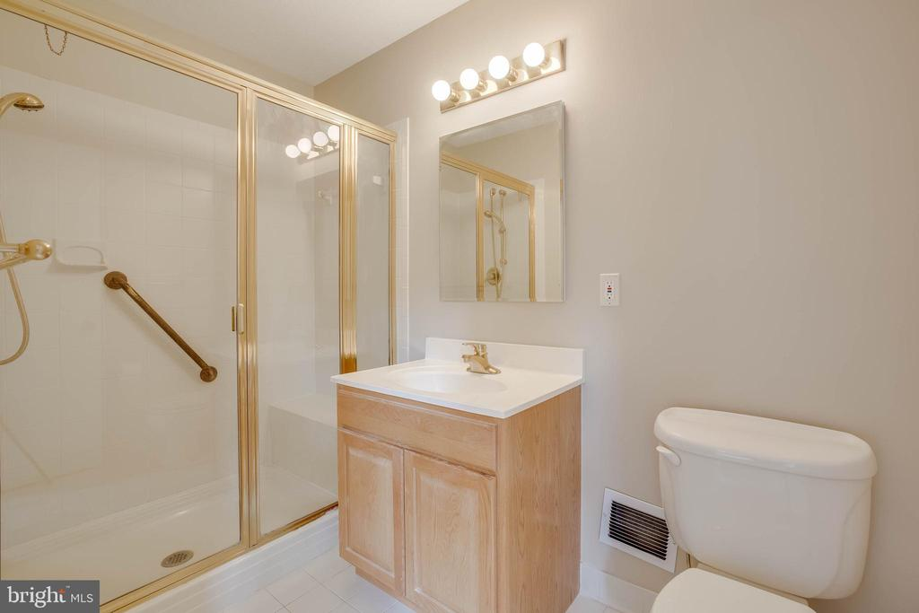 Owners suite bath - 4301 NORBECK RD, ROCKVILLE