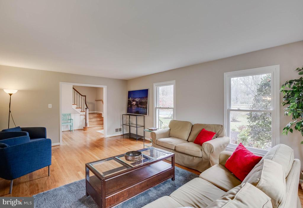 Lot's of natural light - 4301 NORBECK RD, ROCKVILLE