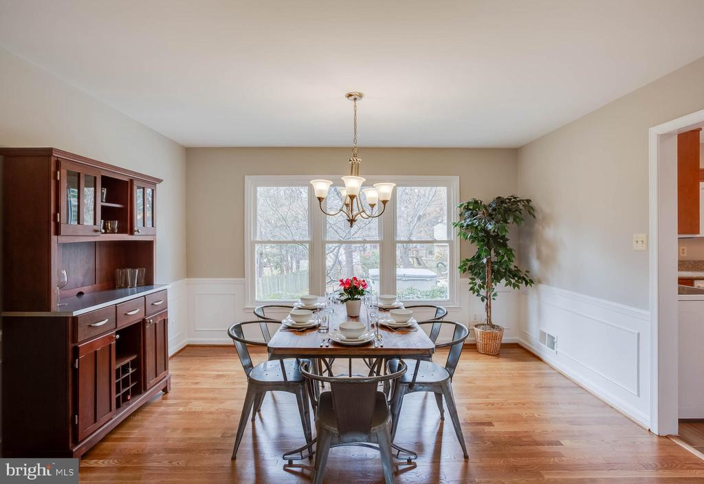 Wonderful dining room great for entertaining - 4301 NORBECK RD, ROCKVILLE
