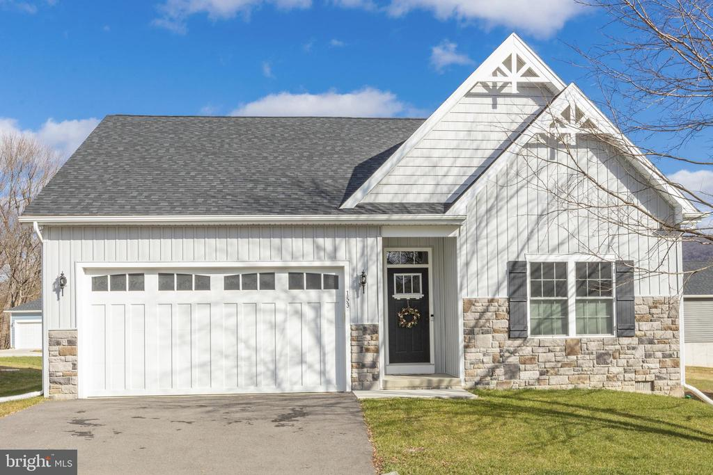 Attractive curb appeal! - 153 VILLAGE CIR, HARPERS FERRY