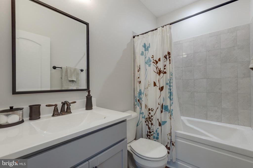 Bathroom #2 - 153 VILLAGE CIR, HARPERS FERRY