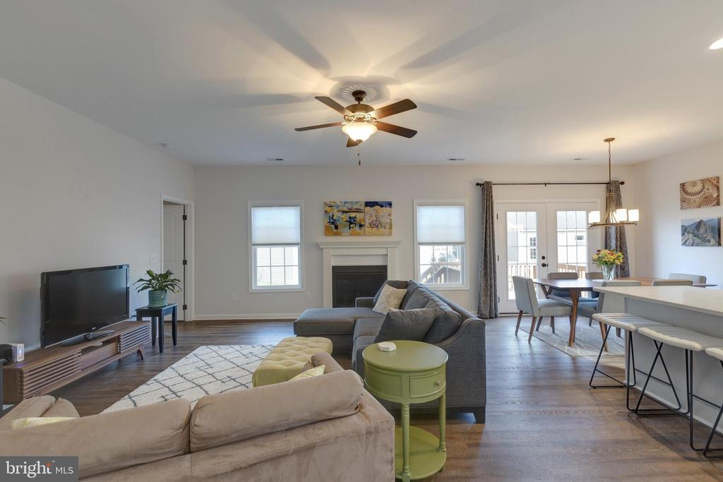 Great Room with Gas Fireplace - 153 VILLAGE CIR, HARPERS FERRY