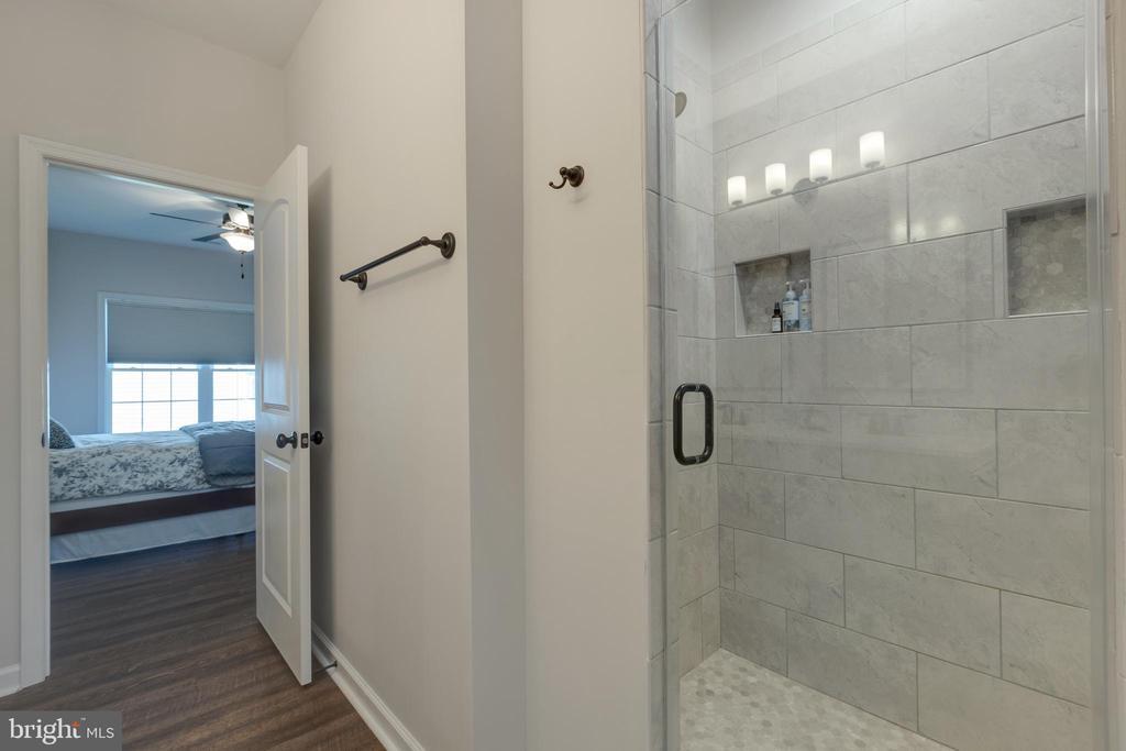 Custom Shower in Owner's Bath - 153 VILLAGE CIR, HARPERS FERRY