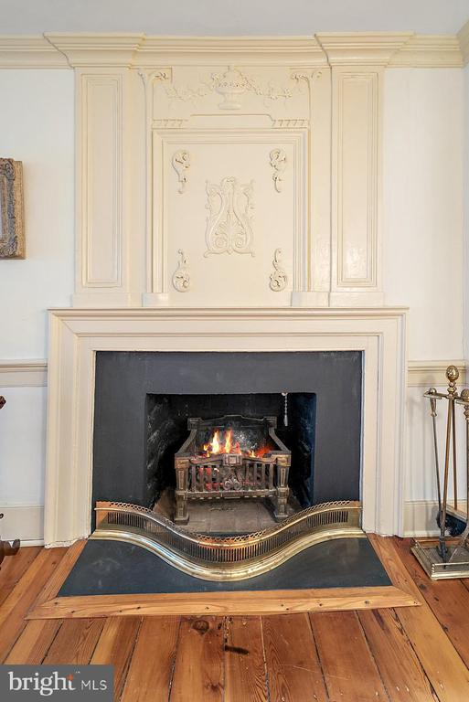 beautiful wood carved mantle - 20775 AIRMONT RD, BLUEMONT