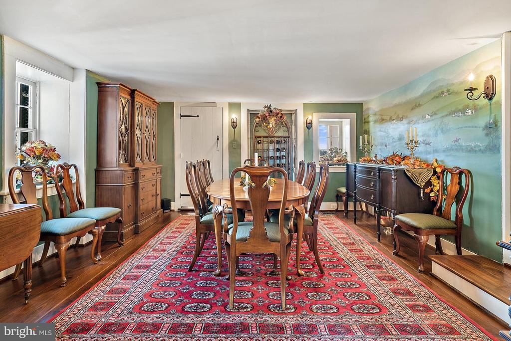 formal dining room with hand painted mural - 20775 AIRMONT RD, BLUEMONT