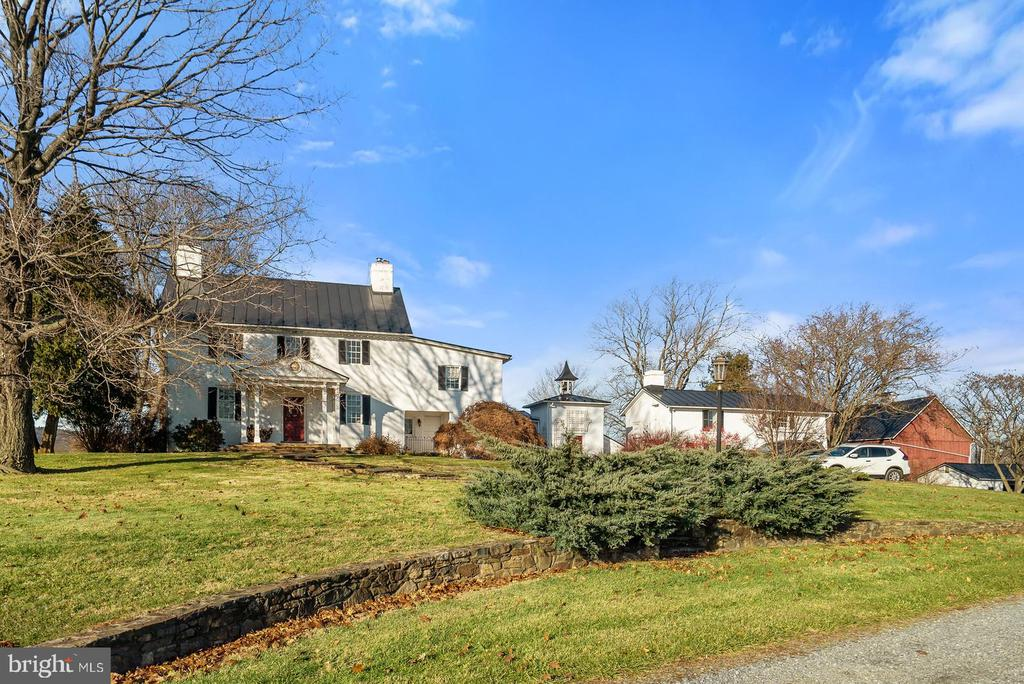 Rock Hill Farm full of history - 20775 AIRMONT RD, BLUEMONT