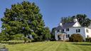 mature tree in front yard - 20775 AIRMONT RD, BLUEMONT