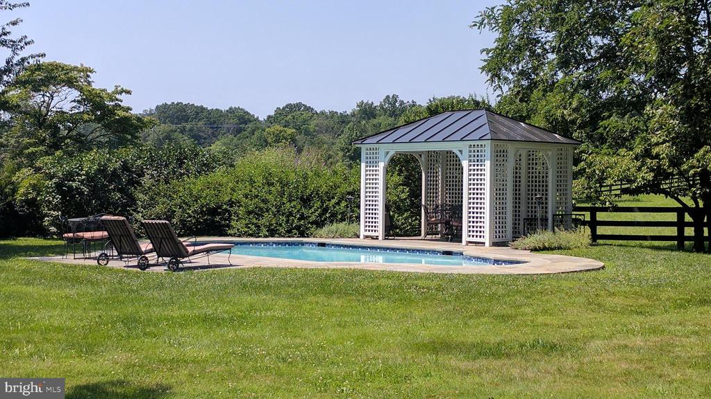 poolside accessible from master suite - 20775 AIRMONT RD, BLUEMONT