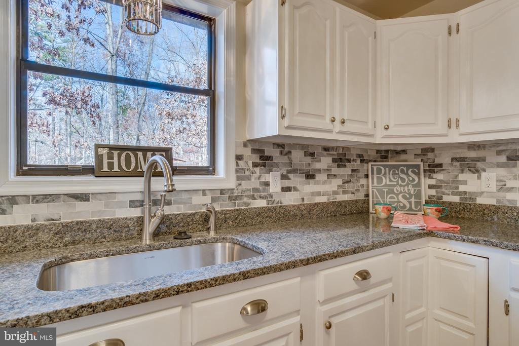 Lovely sun filled kitchen - 4229 LAKEVIEW PKWY, LOCUST GROVE
