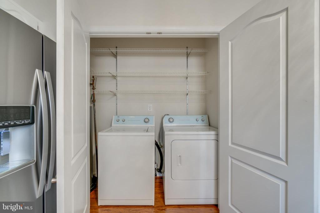 washer & dryer on main level - 4229 LAKEVIEW PKWY, LOCUST GROVE