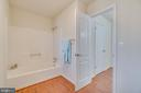 Shower and tub! - 4229 LAKEVIEW PKWY, LOCUST GROVE