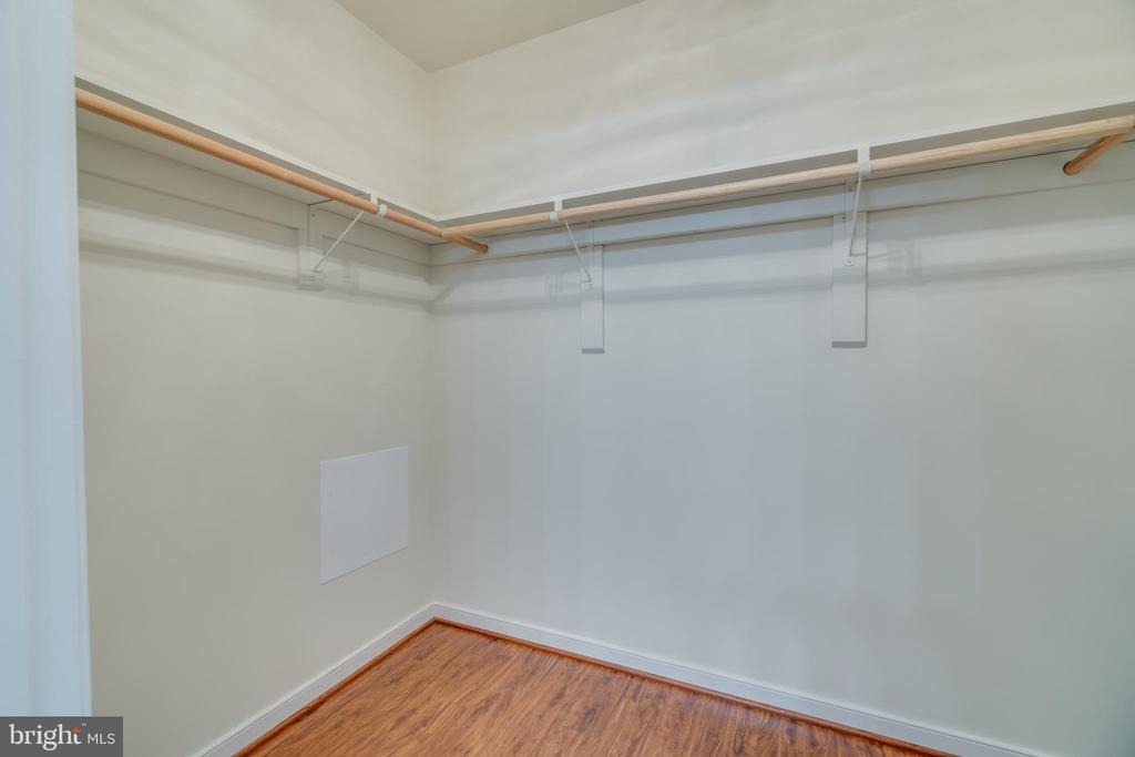master walk in closet - 4229 LAKEVIEW PKWY, LOCUST GROVE
