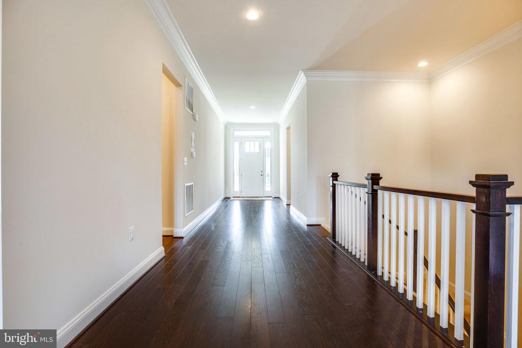 Entry Hall & Railed overlook to lower level - 25955 CULLEN RUN PL, ALDIE