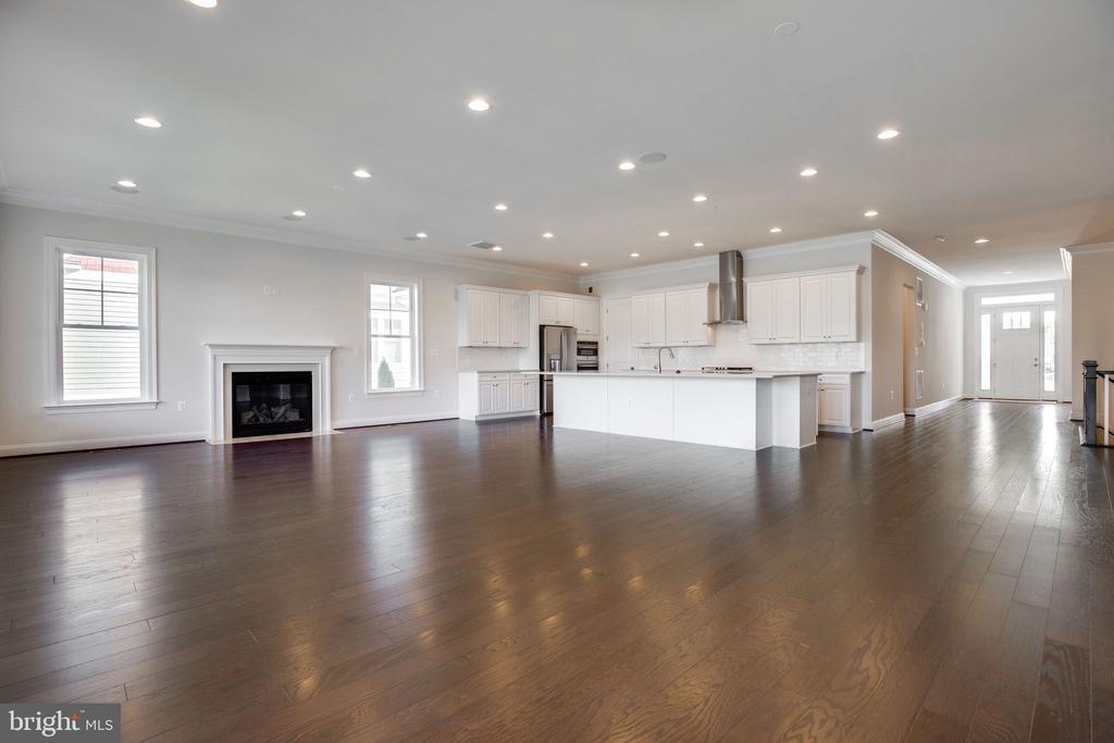 Great Room and kitchen - 25955 CULLEN RUN PL, ALDIE