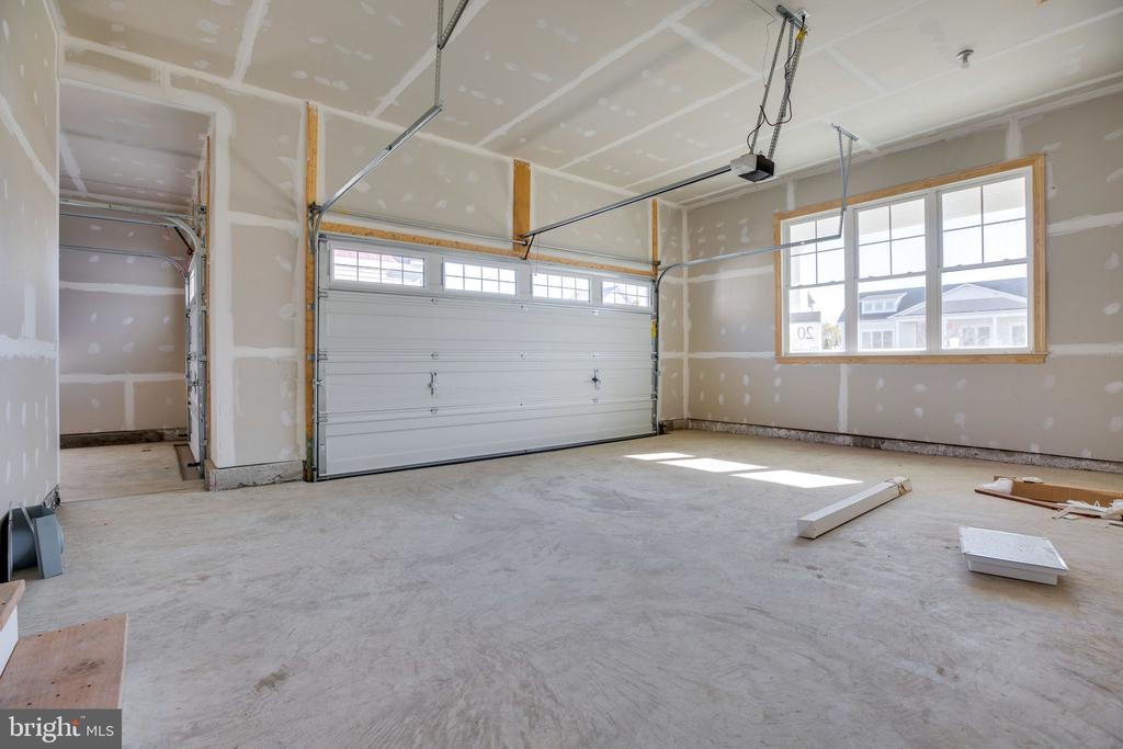 Two-car garage section of 3-car garage - 25955 CULLEN RUN PL, ALDIE