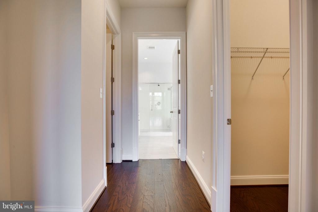 Owner's Suite entrance - 25955 CULLEN RUN PL, ALDIE