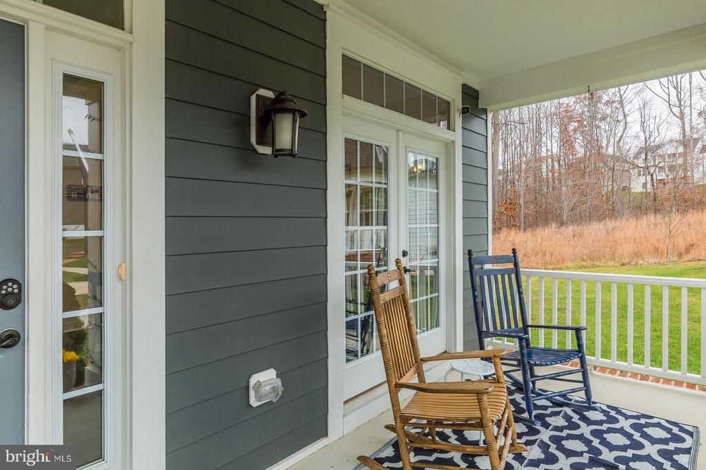 Lots of decisions are made on this porch - 17101 GULLWING DR, DUMFRIES