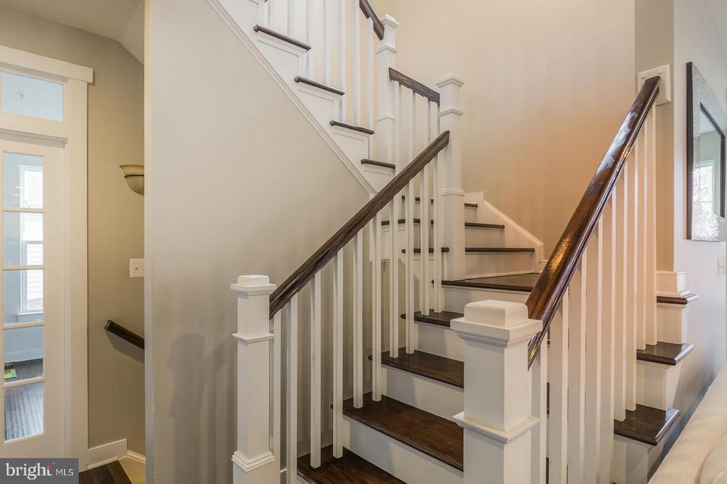 Hardwood floors carry on up the stairs - 17101 GULLWING DR, DUMFRIES