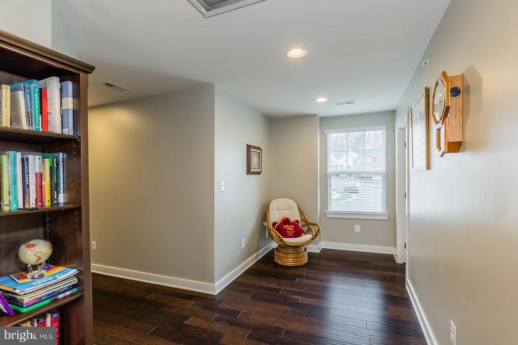 Notice the wood floors continue in upper hall - 17101 GULLWING DR, DUMFRIES