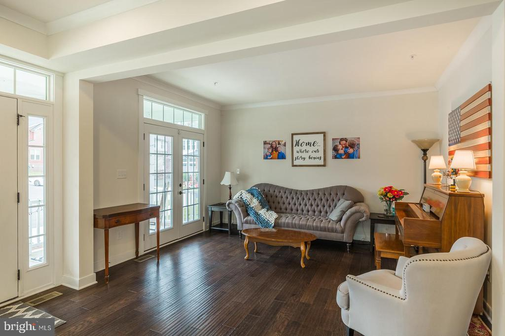 Flanked by a formal living room - 17101 GULLWING DR, DUMFRIES