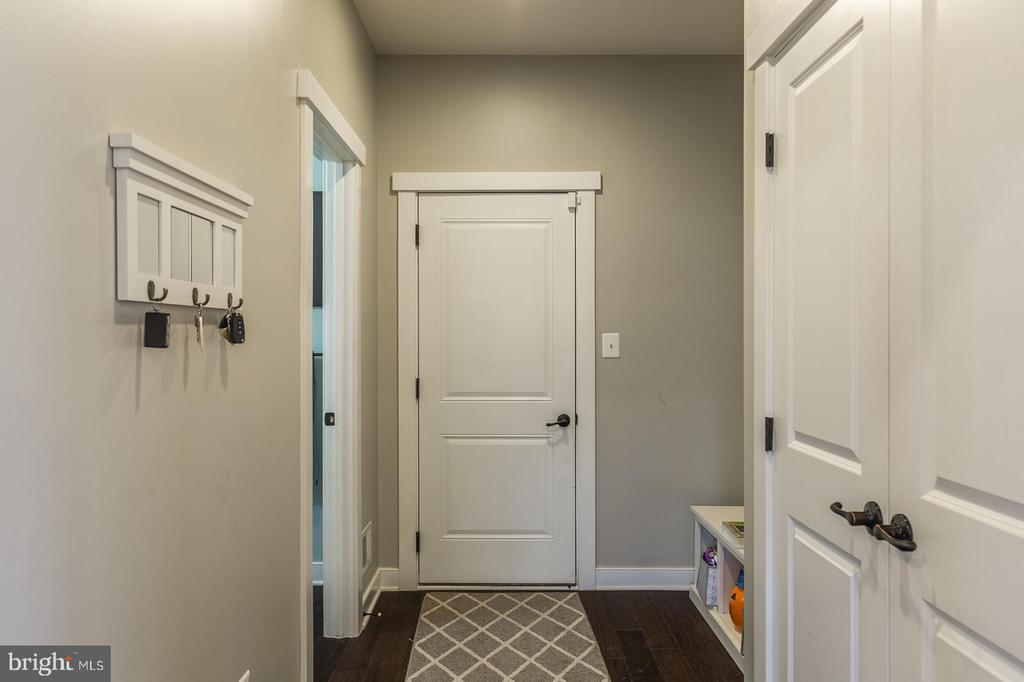 Rear Foyer to garage - 17101 GULLWING DR, DUMFRIES