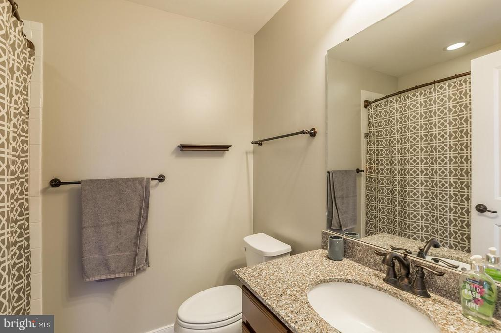 Private bath - 17101 GULLWING DR, DUMFRIES