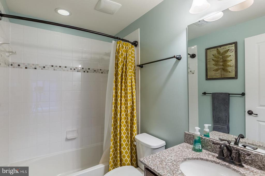 There is a full bath in lower level - 17101 GULLWING DR, DUMFRIES