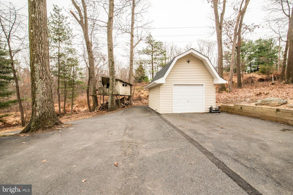 Garage with Electricty - 11110 KINGSTEAD RD, DAMASCUS
